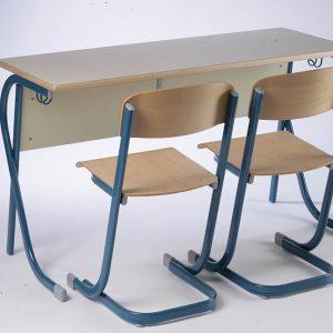 Stol dvosjed i stolice Juventa